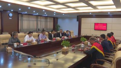 县委书记袁守旺,县委副书记、县长段恩雄欢迎2020年省劳动模范和先进工作者载誉归来