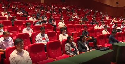县十六届人大六次会议举行预备会议