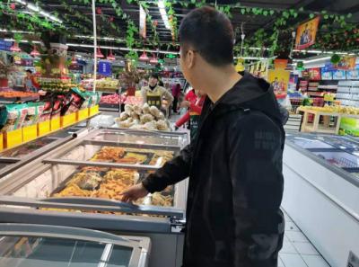 吉水县商务局对各商超进行冷链食品检查