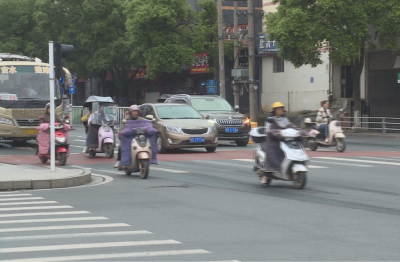 县交警大队积极开展全国交通安全反思日宣传活动