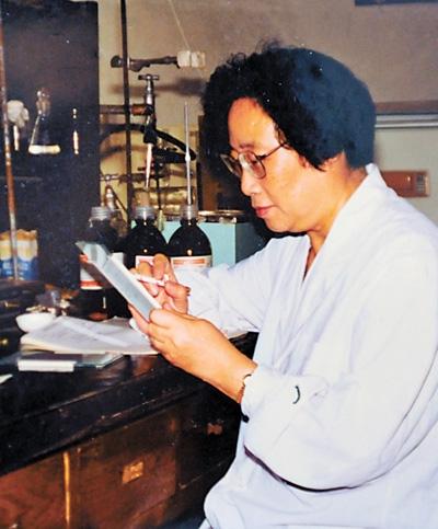 屠呦呦:青蒿济世 科研报国(奋斗百年路 启航新征程·数风流人物)
