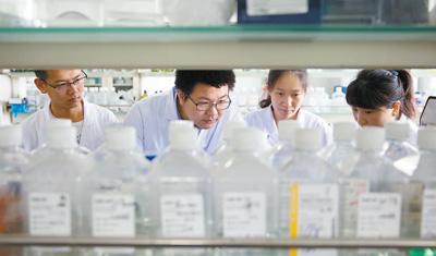 """中国科学院微生物研究所80后施一研究员—— """"做科研就是要面向国家重大战略需求""""(科技自立自强·青年科学家)"""