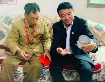 廖东生、杨艳晖走访慰问抗美援朝老战士