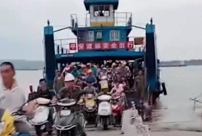 画面震撼!九江江洲镇三千游子紧急返乡守大堤