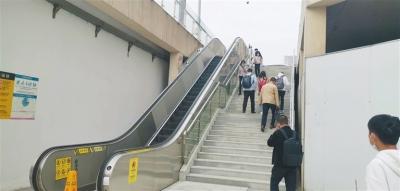 建成近5年未启用 南昌地铁1号线艾溪湖西站一扶梯成摆设